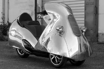 Scooter Peugeot Métropolis © Carrosserie H.H. Services
